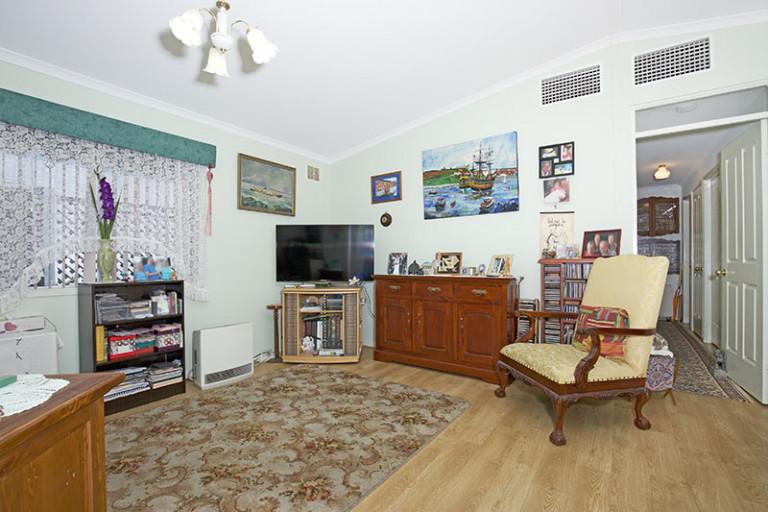 Spacious 3 Bedroom Home, Open Plan and Renovated at Mandurah Gardens Estate