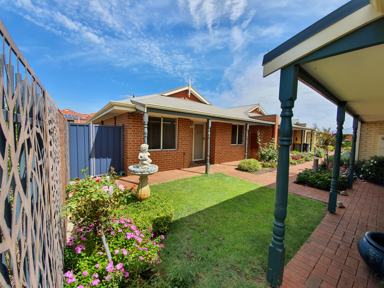 PRICE DROP! A PERFECT COTTAGE CLOSE TO THE CLUBHOUSE - Unit 10 58  Canna Drive - Canning Vale 6155 Retirement Property for Sale