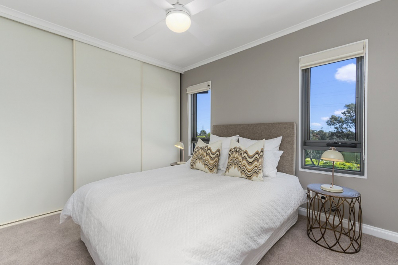 Unwind and relax in this spacious sun-drenched apartment - Gowanbrae Village