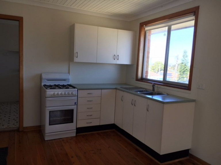 ONE BEDROOM TOP FLOOR UNIT - LOCATED IN QUIET CUL-DE-SAC
