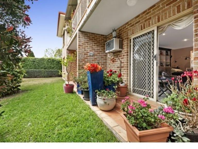 Ground floor with Sensational Garden Outlook!