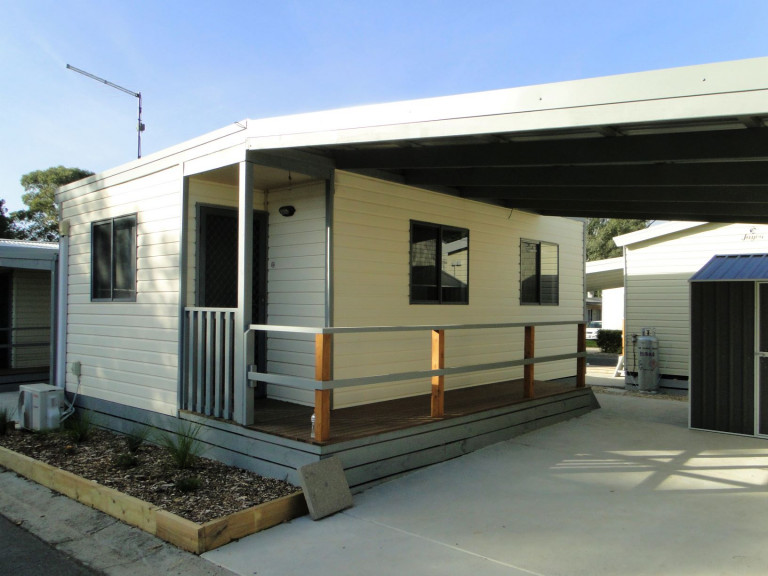 Blue Gum Lifestyle Village - Newly Refurbished Home