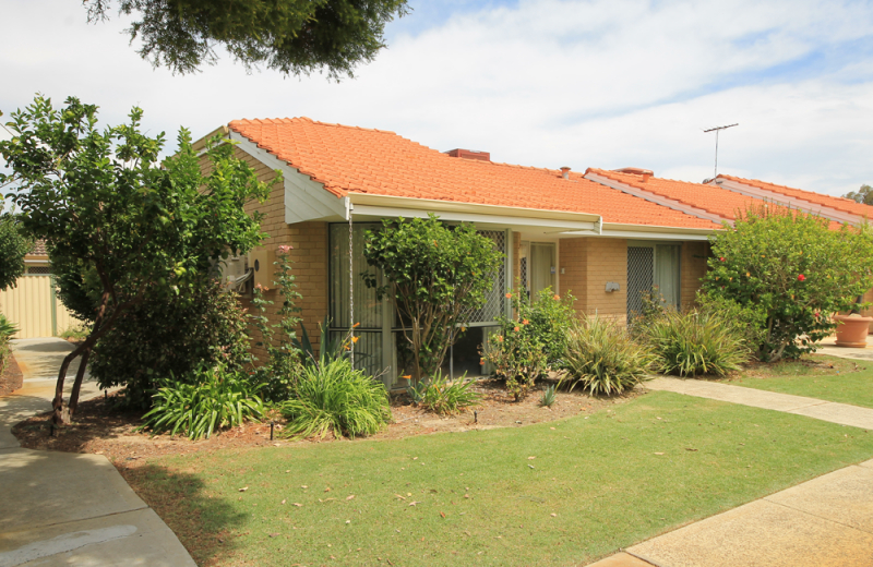 Amaroo Village - Light and Bright with a Beautiful Garden