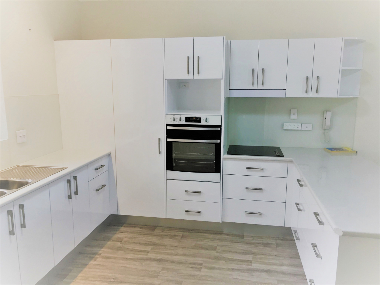 Easy access two bedroom unit 1/15 Collins Close