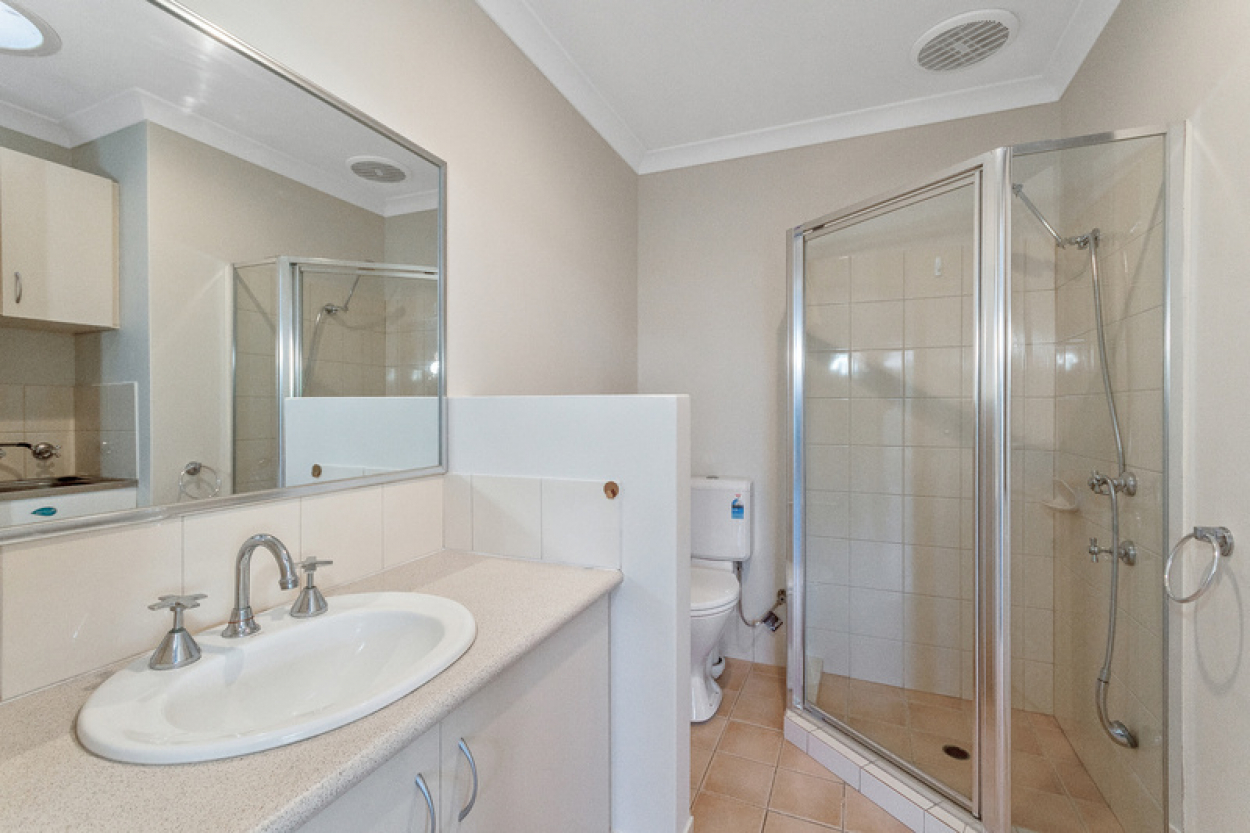 Privacy plus! Spacious villa with attached parking