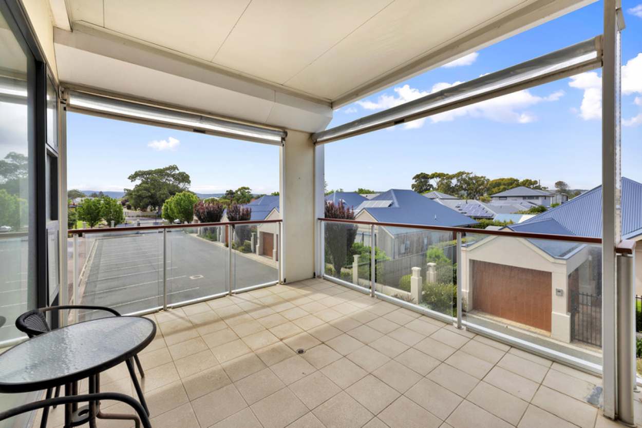 Balcony views to the Adelaide Hills