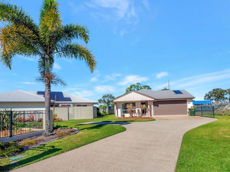 Poolside villa - Breezes 221