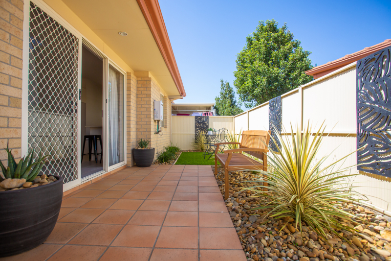 Secure gated village with nurse onsite, 2bed villa-fantastic courtyard-Great Position. Taylors Hill Village
