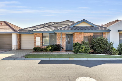 Lovely open plan villa, close to clubhouse & bowling green.