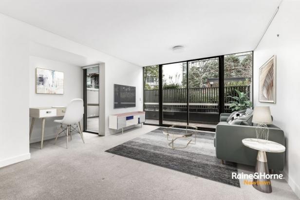 Stylish, oversized apartment with courtyard