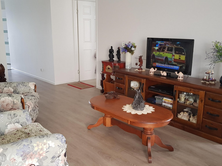 Recently renovated two bedroom plus study at Palm Lake Resort Eagleby