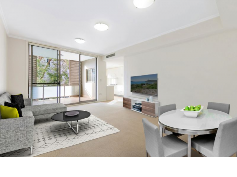 Bright North-Facing Apartment In Sought-After East Side Area