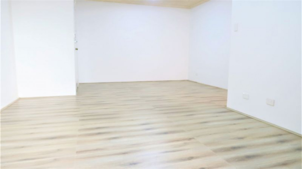 Walking distance to Train Station &Shops