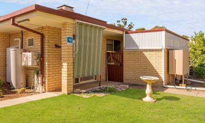 Great Location - One Bedroom plus Courtyard