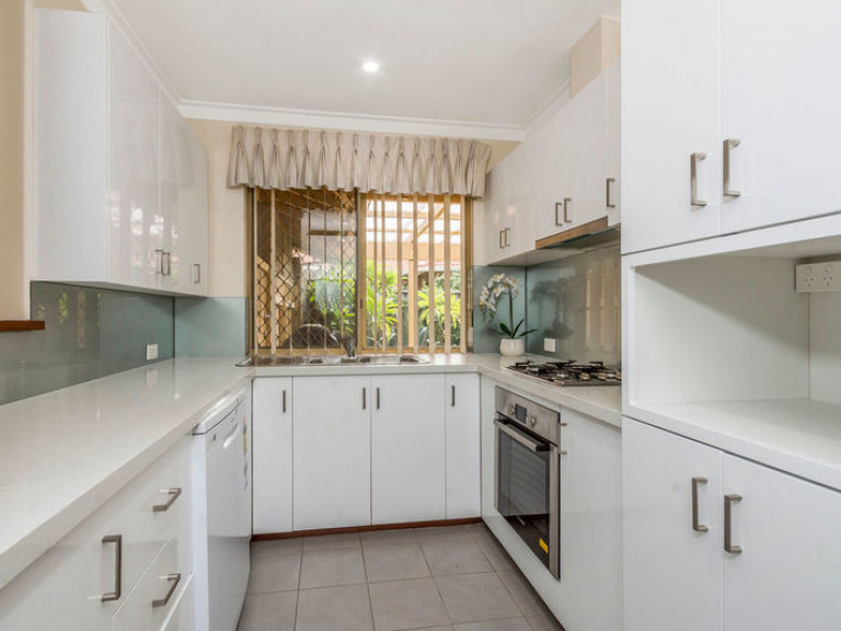18 Victoria Estate - Beautifully renovated corner villa