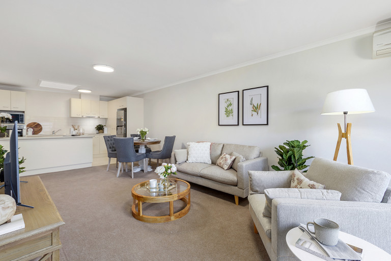 Downsize to a maintenance free lifestyle - Oak Grange Village