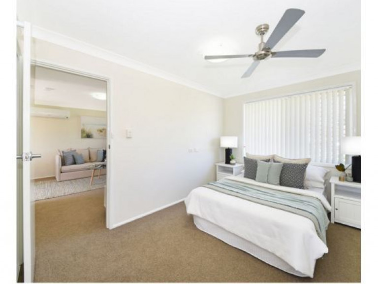 St Mary's Berkeley - Pleasant garden surrounds, lush garden scenery and close to amenities