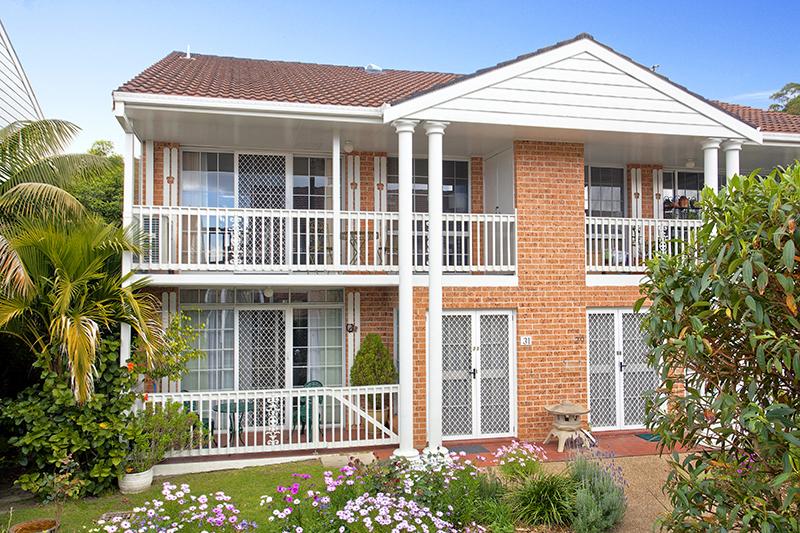 Delightful studio care apartment overlooking gardens