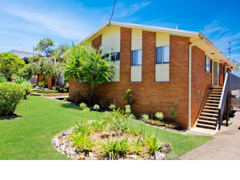EASY CARE LIVING IN LAKE CATHIE