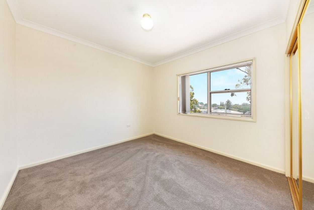 SPACIOUS  Freshly carpeted 2 bedder with both North and South facing balconies