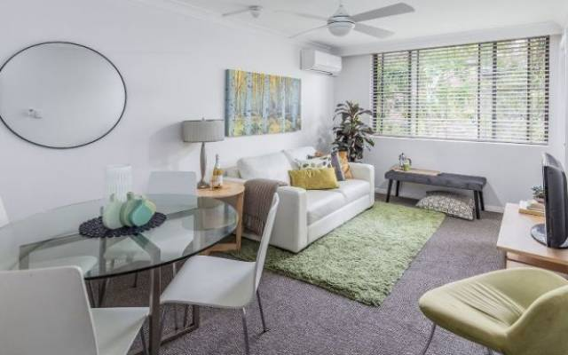 Cosy & Close to Amenities