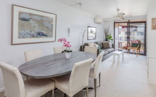 Sunny, Stylish One Bedroom Independent Apartment