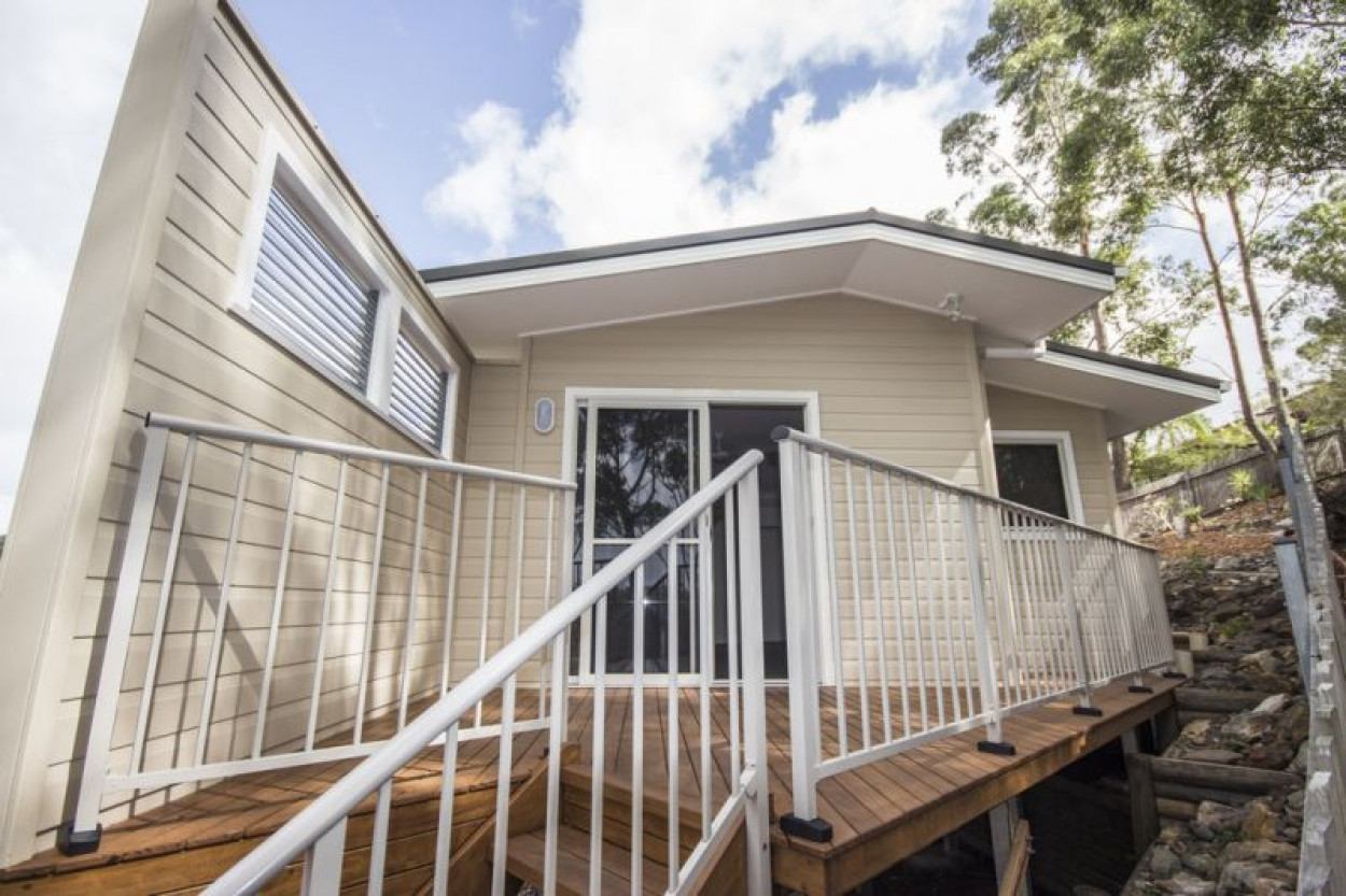 PRIVATE NEAR NEW 2 BEDROOM HOME