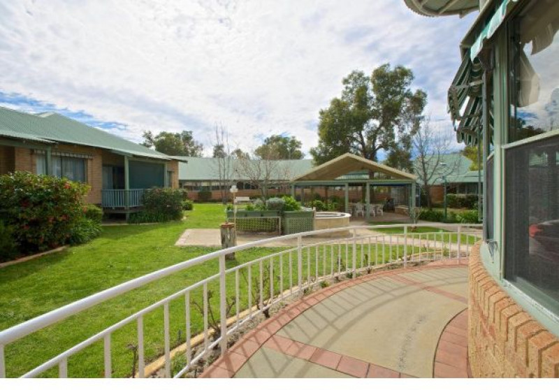 Parry Care Centre is an excellent choice for those wanting to be close to the bush. The centre is located in the Perth Hills close to nature reserves and parklands, and has a real 'country' feel.