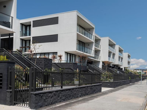 1 BEDROOM QUALITY APARTMENT WITH PARKING IN BEACHSIDE SUBURB/ UNFURNISHED $450 OR FURNISHED @ $550