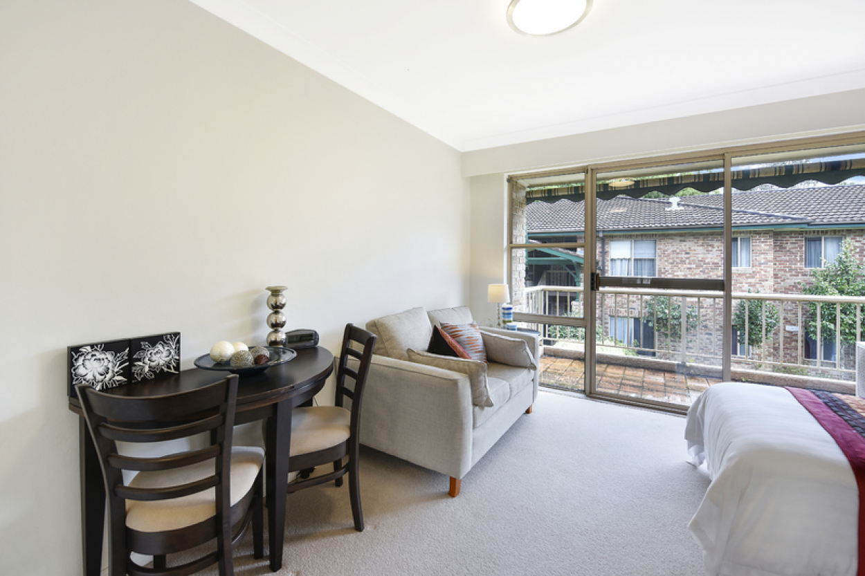 Spacious and sunny serviced apartment