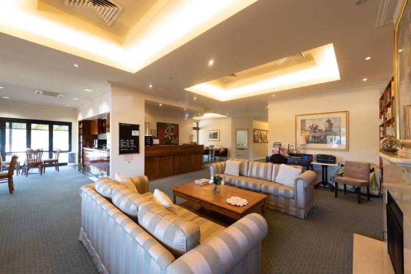 Villa 60 Lawley Park, Village