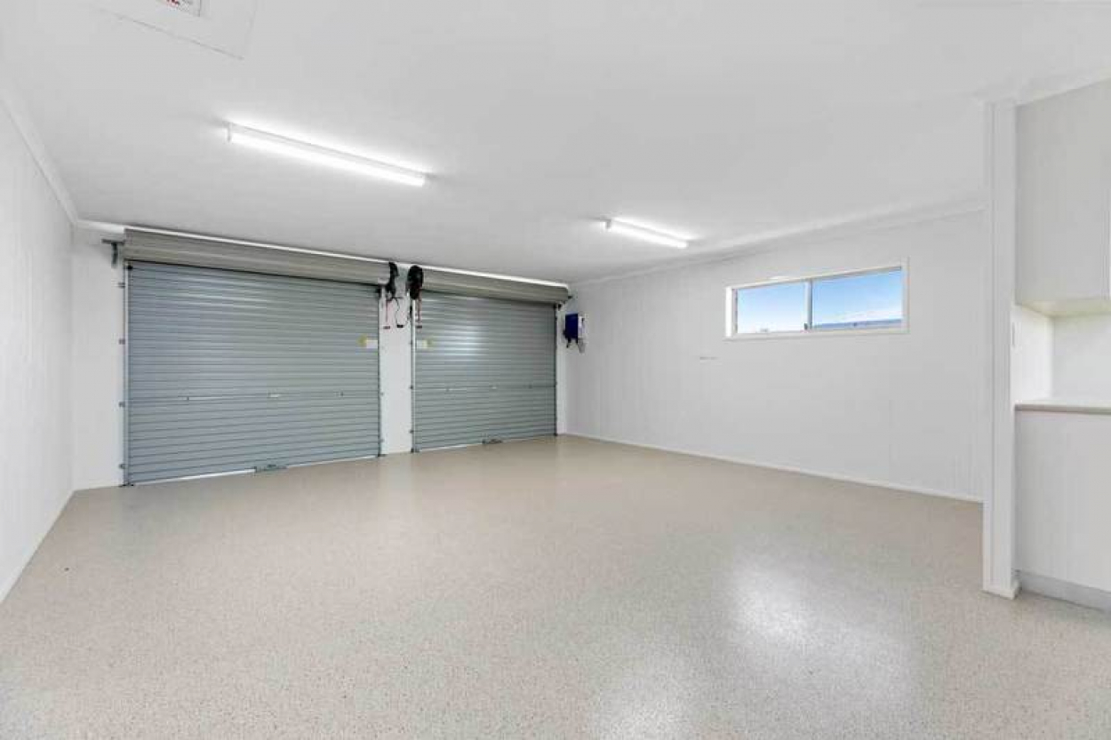 Stand alone unit, fully refurbished, with open plan living