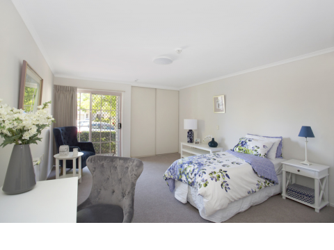 Wonderful opportunity to secure a beautifully presented, value-packed, serviced apartment!