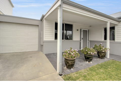 It's all about location, location, location! Beautifully maintained two bed plus study villa with two full size bathrooms.