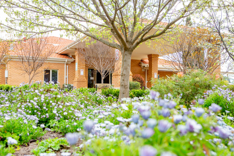 2Bed 1.5Bath Brick Villa - Park-like setting Burnside Village