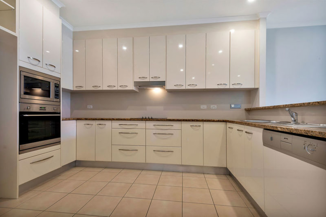 Wonderful easy care apartment with picturesque views of the Adelaide Hills.