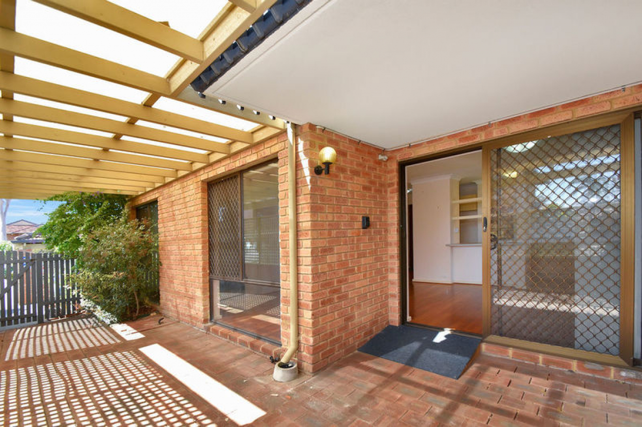 Inspect this north facing courtyard home with a host of social and recreational amenities at your doorstep!