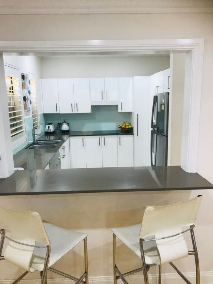 STUNNING 3 BEDROOM TOWNHOUSE IN FASHIONABLE COOKS HILL