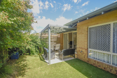 Beautifully presented single storey villa with a delightful courtyard and garden