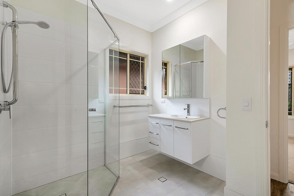 2 bedroom, fully refurbished