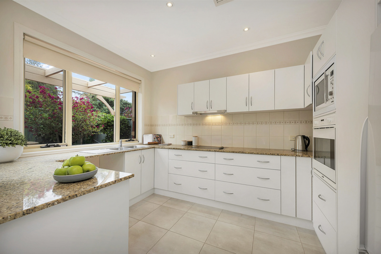 Stylish, north facing villa packed with a host of features within easy walking distance to the community centre & beach.