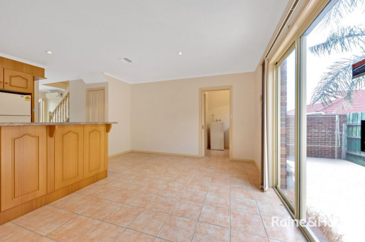 3 Bedroom Townhouse Very Close to Ruthven Station