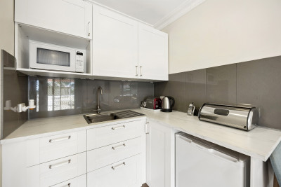 Renovated Spacious One Bedder