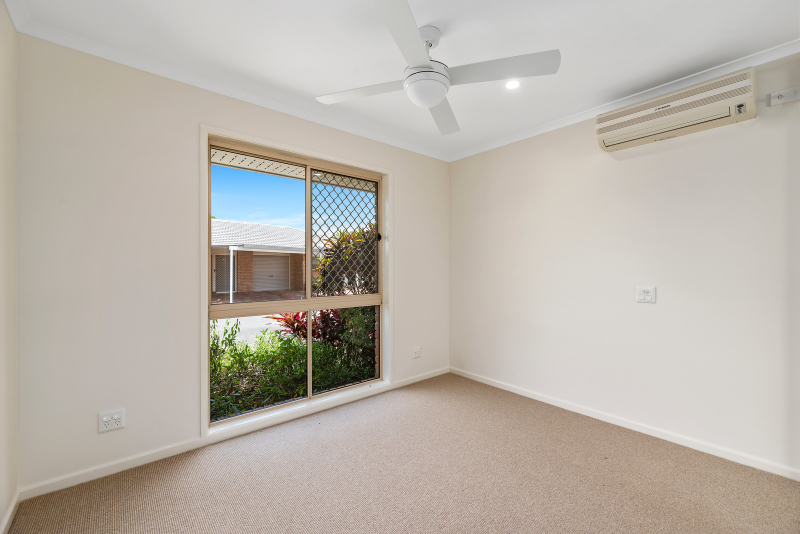 Modern unit with space for 2 cars - Fernhill 74 - UNDER DEPOSIT