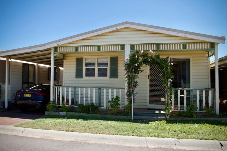 QUAINT COTTAGE FANTASTIC FLOORPLAN, Lifestyle Villages Redhead
