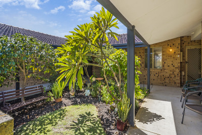 48 Lakeside Gardens - Top spot in the village and surrounded by lovely gardens. One bedroom unit with your own private courtyard