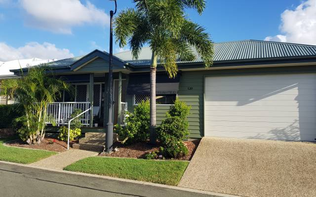 Well presented Acacia design home in Palm Lake Resort Eagleby