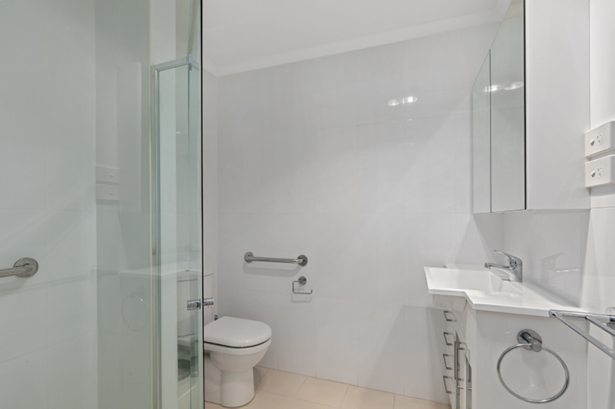 Stylish and sunny serviced apartment