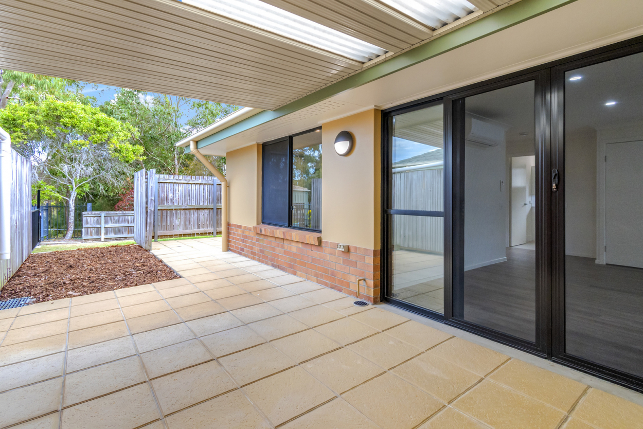 Stunning villa backing onto parkland - Carrington 52 - UNDER DEPOSIT