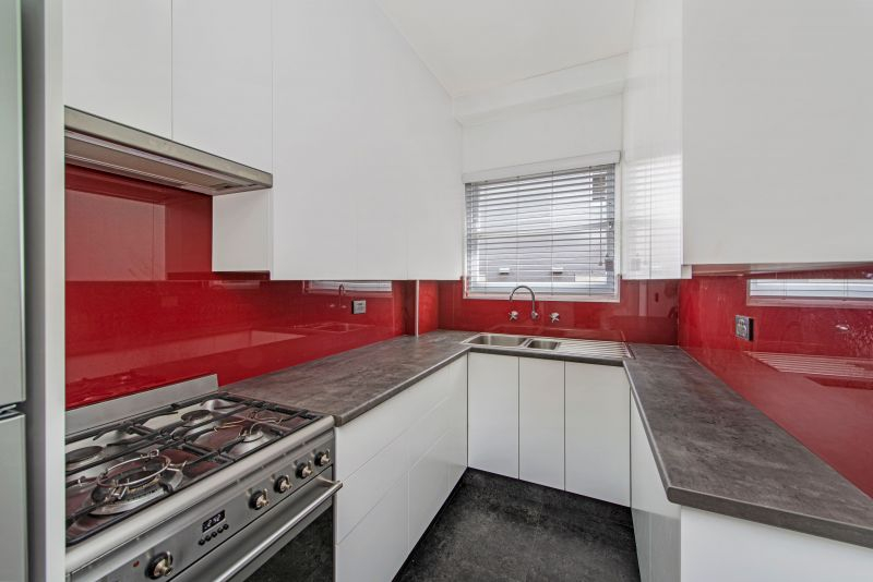 Renovated One Bedroom Apartment In Ideal Location